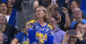 mom-dancing-basketball-game-warriors-cuq
